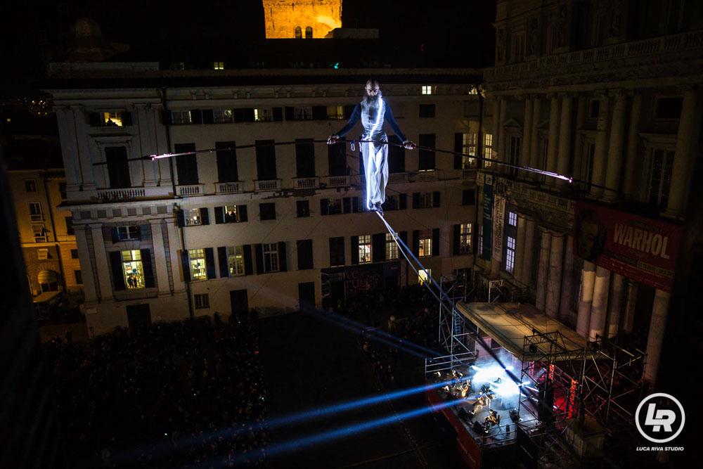 Funambolo NoGravity a Palazzo Ducale Genova durante il Capodanno