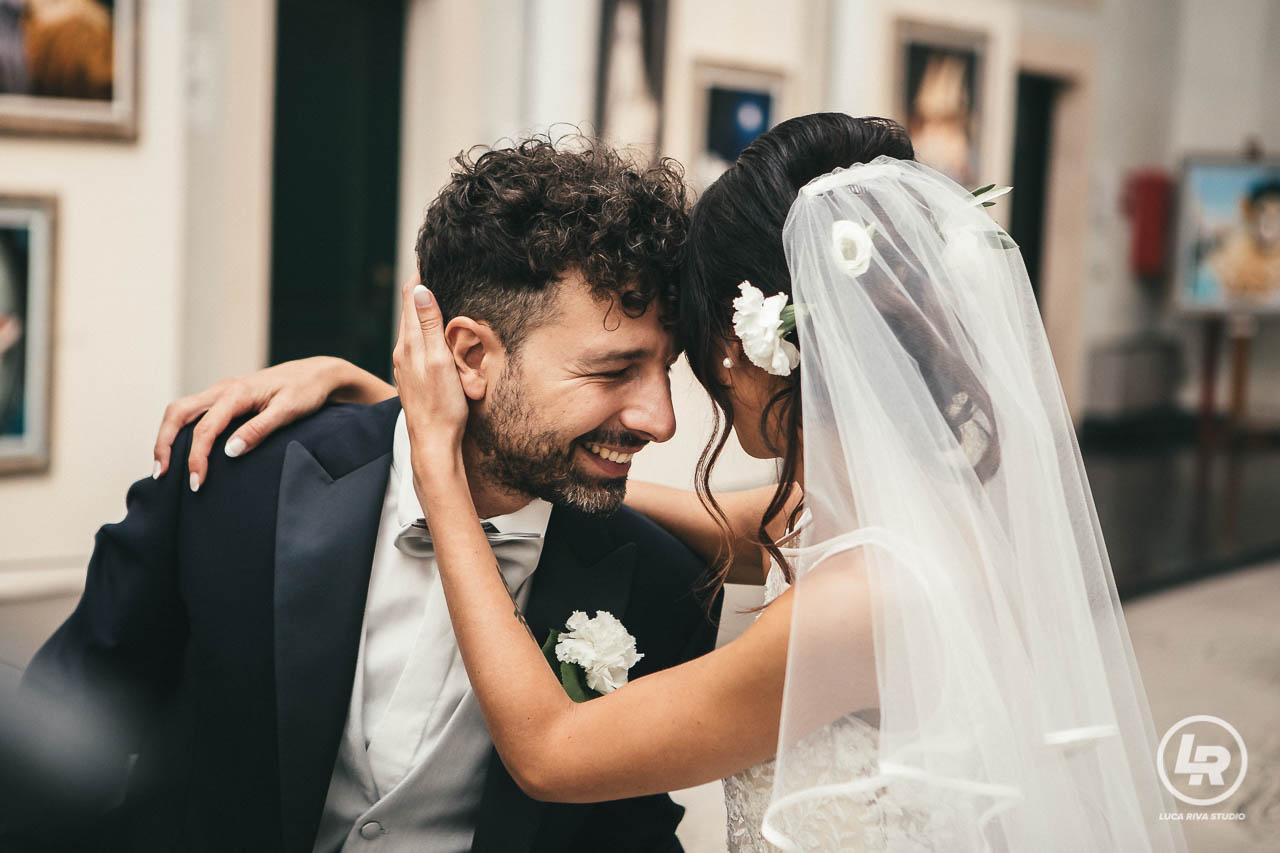 sposi sorridenti in comune a loano