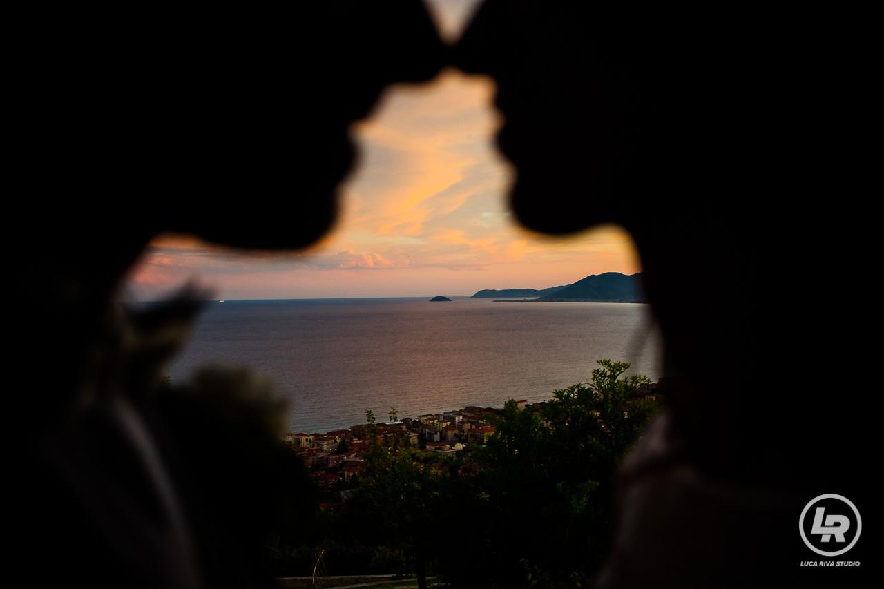 sposi al tramonto isola di gallinara da borgio verezzi